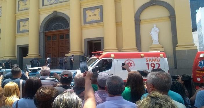 Homem invade missa, tira sua própria vida e de mais quatro pessoas na Catedral de Campinas