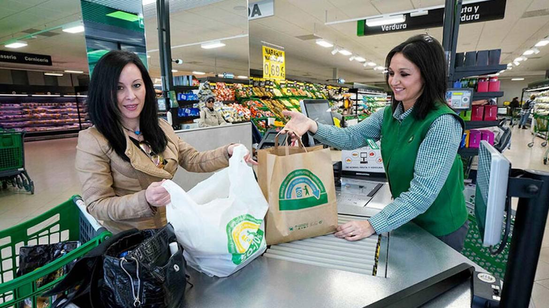 ¿Que supermercados abren durante el puente de Todos los Santos?