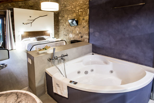hoteles jacuzzi privado habitacion masia la torre