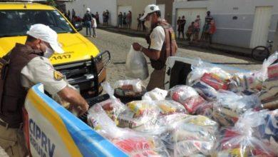 Photo of Polícia Rodoviária Estadual entrega alimentos para famílias de Brumado