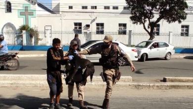 Photo of Policiais militares salvam cão atropelado em Conquista