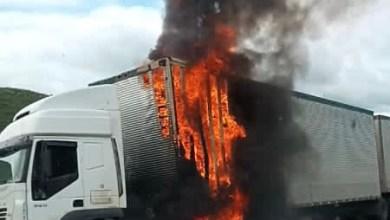 Photo of Região: Caminhão pega fogo na BR-116 e pista fica interditada por 40km