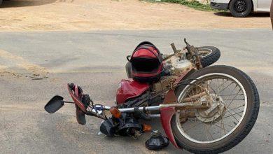 Photo of Motociclista morre após passar por quebra-molas e cair de ribanceira na região