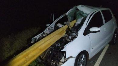 Photo of Casal fica ferido após carro bater em barra de proteção de rodovia da região