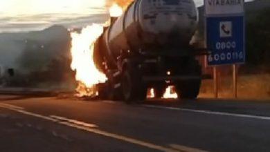 Photo of Região: Vídeo mostra caminhão-tanque pegando fogo na BR-116; pista continua totalmente interditada