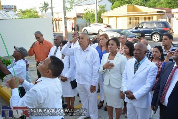 isamiento-de-bandera-en-alcaldia-villa-riva-gesta-restauradora-2017016.jpg