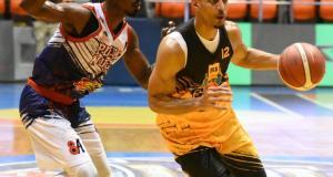 gug-toma-delantera-en-la-apertura-de-la-gran-final-del-torneo-40-de-baloncesto-superior-de-santiago