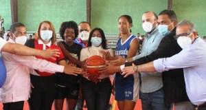 inaugura-primer-torneo-de-baloncesto-femenino-u-25-en-santo-domingo-oeste