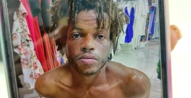 policia-sorprende-hombre-robando-dentro-de-una-tienda-en-santiago