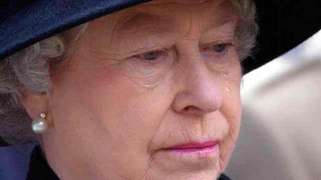 La reina Isabel II cumple su primer compromiso tras la muerte del duque de Edimburgo