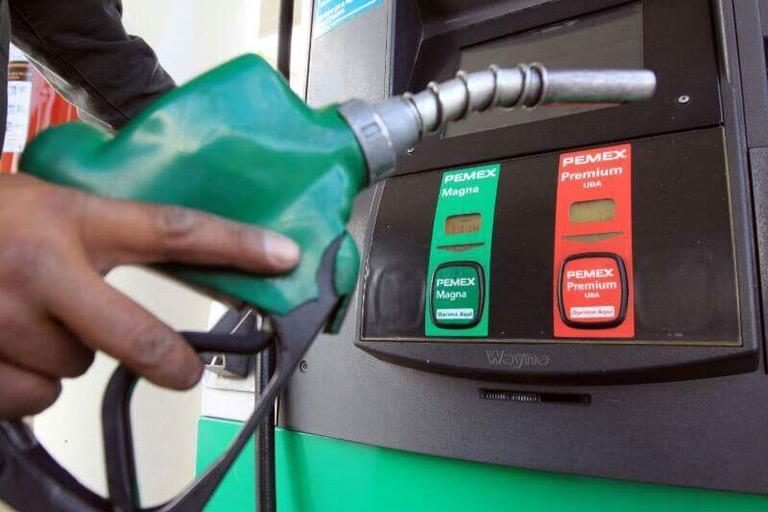 Gasolinas y diésel bajan de precio