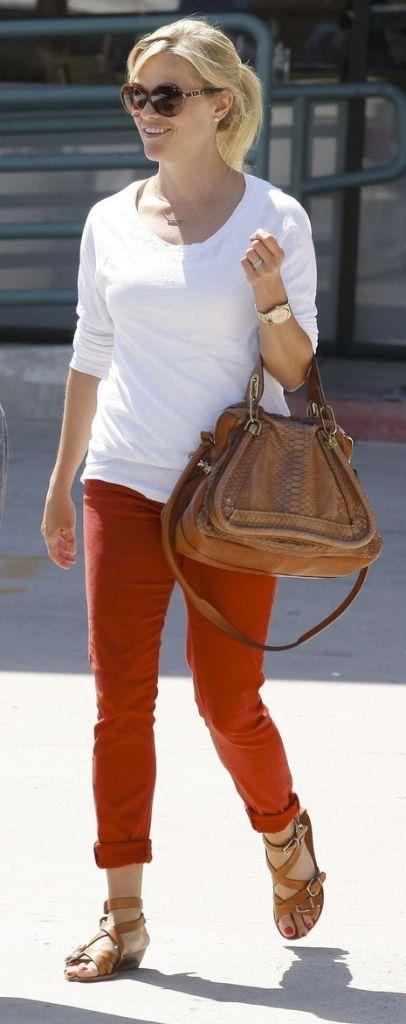 Abbinamento borsa cammello e pantaloni arancioni