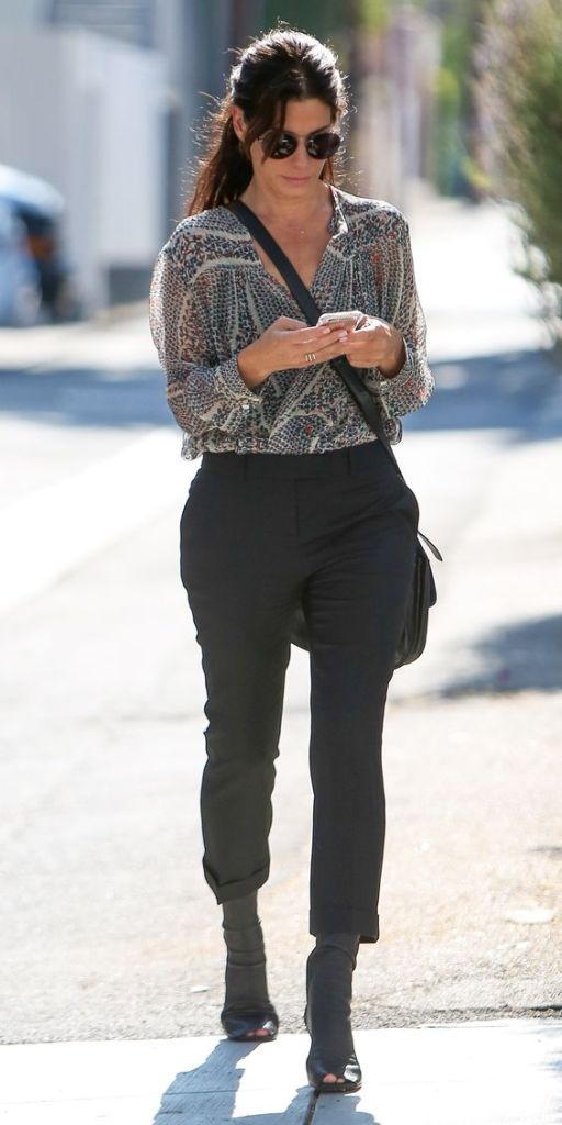 Outfit di Sandra Bullock: splendida over 40