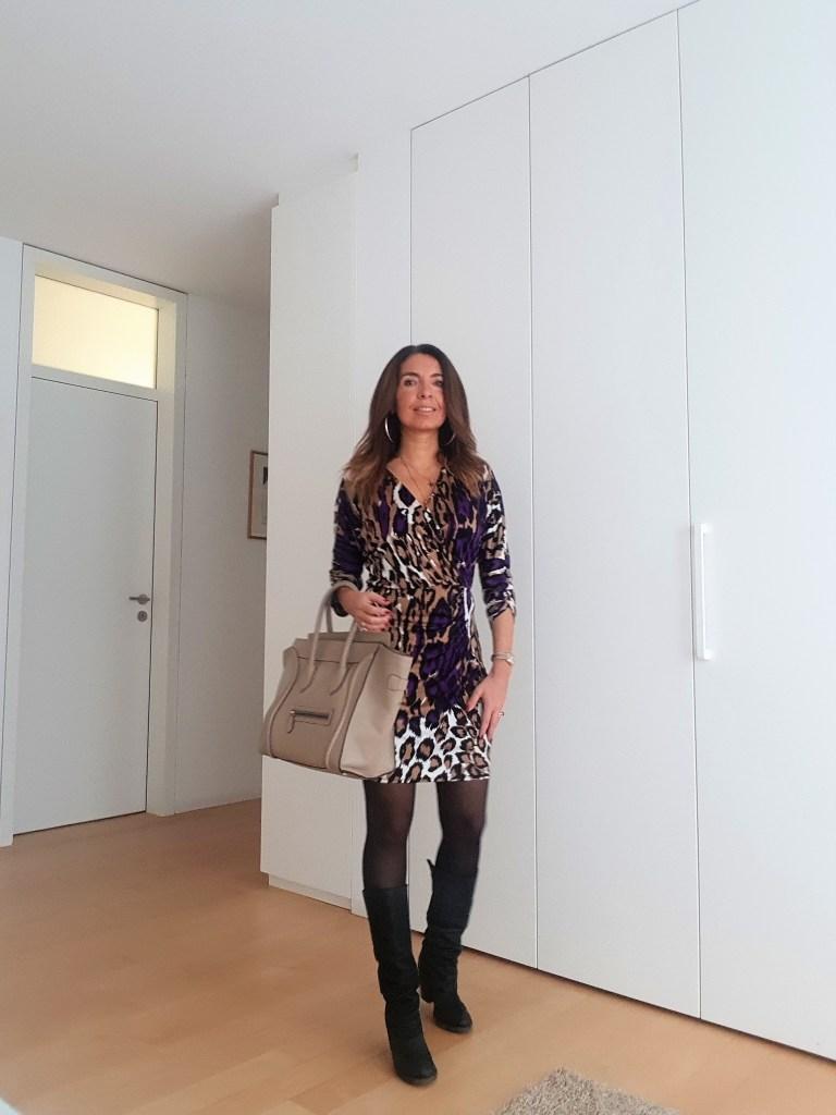 Look del giorno: abito leopardato viola