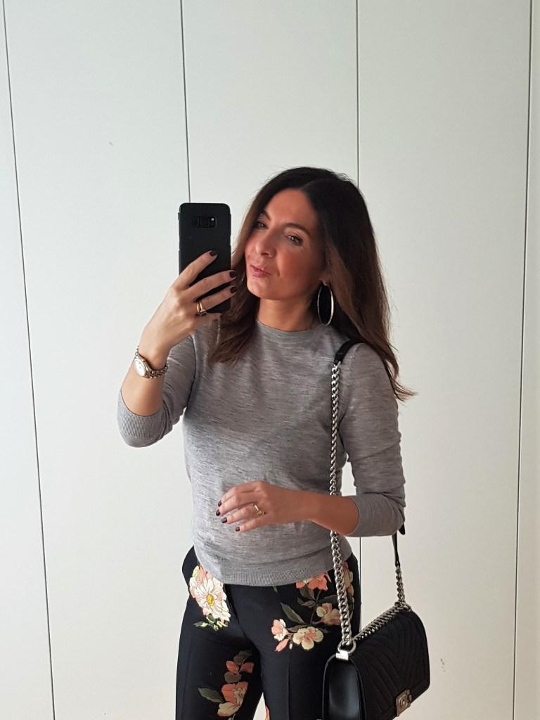 Look del giorno: pantaloni a fiori, come abbinarli?