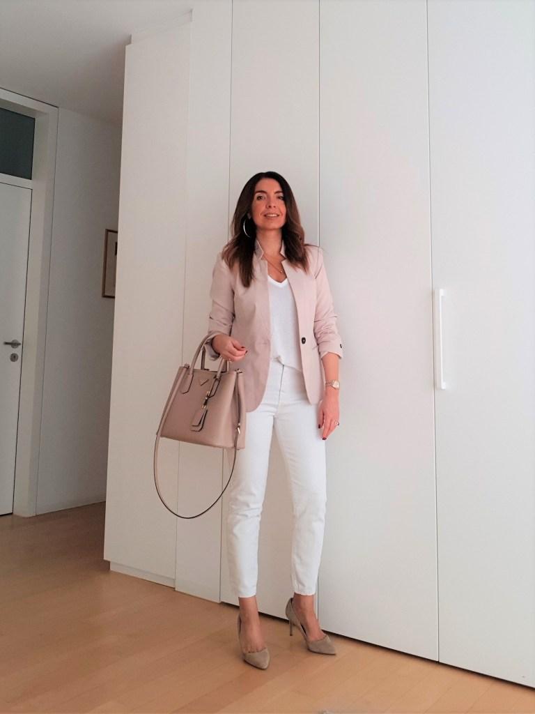 Look da ufficio per l'estate: bianco e cipria