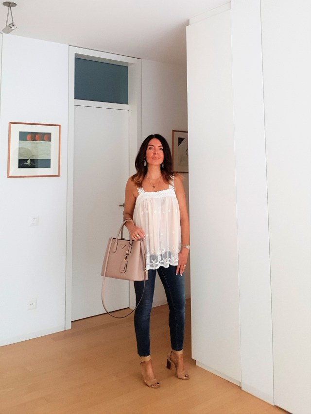 Sommer Outfit mit Skinny Jeans und weissem Top