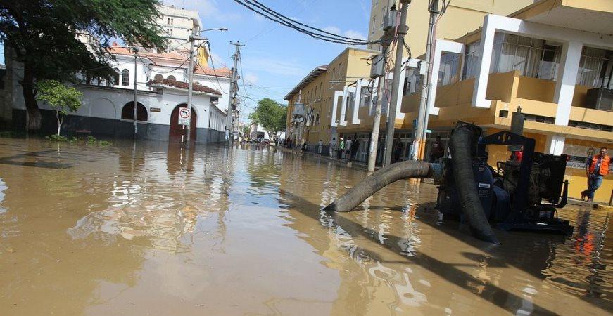 Piura: Desborde de río generó inundaciones en la Plaza de Armas de la ciudad