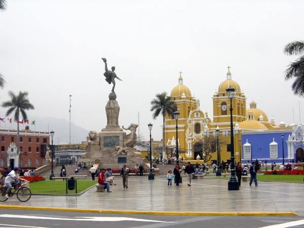 """Campaña """"Limpiemos Trujillo"""": Vecinos limpiaron el Centro Histórico de la ciudad"""