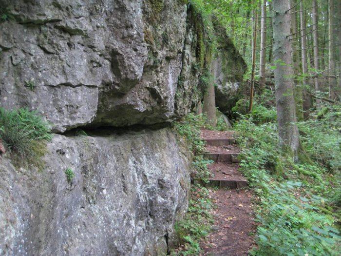 Weg mit Stufen