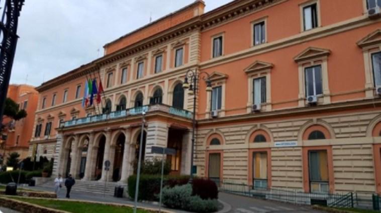 Roma, coppia di 80enni positiva al Coronavirus: lui muore, lei è ricoverata in rianimazione