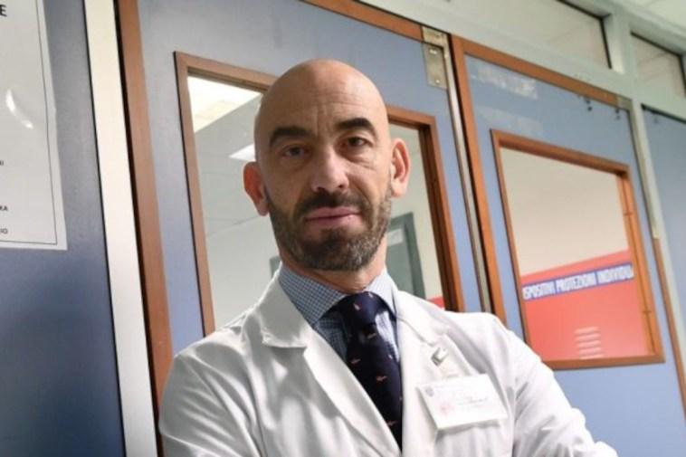 """Terza dose e vaccino influenzale, Bassetti: """"Nessun problema ma serve aspettare due settimane"""""""
