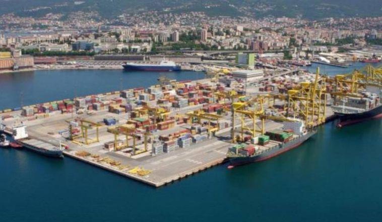 """Porto Trieste, lavoratori annunciano sciopero da mezzanotte. Il Prefetto: """"Non è autorizzato"""""""