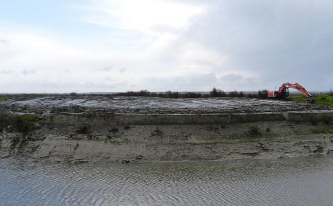 Désenvasage du vieux port des Portes en Ré - mars 2014