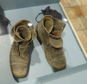 Musée Ernest Cognacq - Chaussures de Poilu - Collection privée