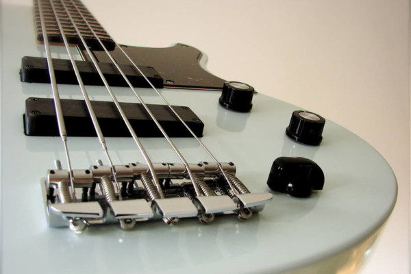 Top 10 of the Month: Gear, Basses of the Week, Lessons and an Old School Fender