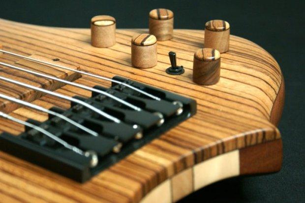 Aries Senes Bass - controls