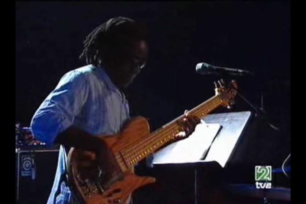 Steps Ahead with Richard Bona & Mike Stern: Jazz Vitoria Live (2005)