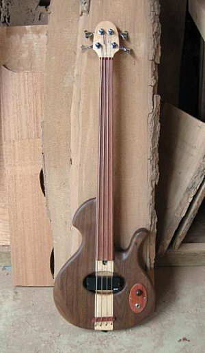Birdsong Guitars Embrace Fretless Bass