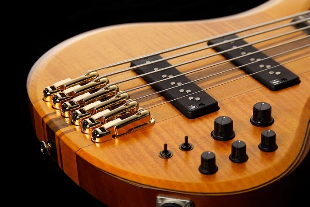 Ibanez BTB1406 6-string bass - bridge
