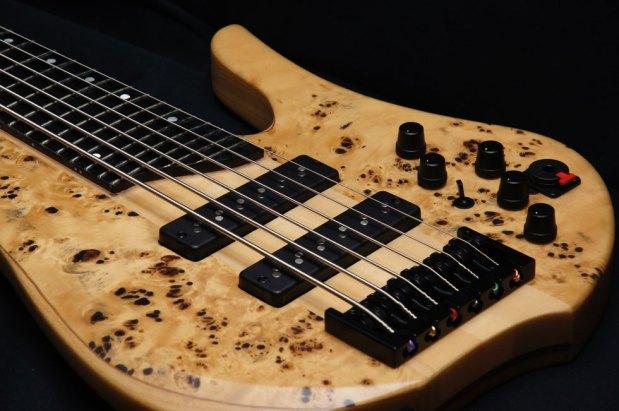 Aurora NW6BP Bass - body closeup