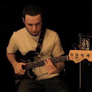Henrique Corrêa: Solo Slap Bass Groove