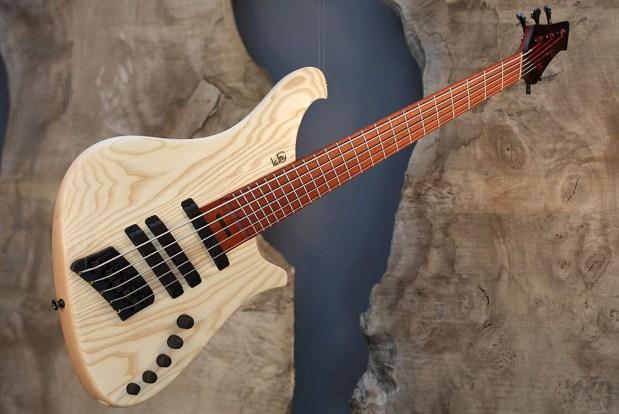 Le Fay ROB 344-66/IIIa Bass Guitar perspective