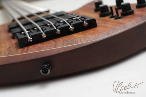 Aries Basses Alpeluti Bass - bridge