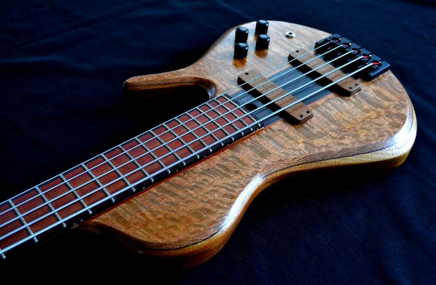 Ella Basses Isaac Singlecut 5-String Bass - Body