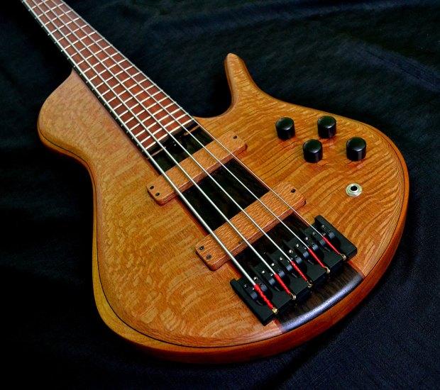 Ella Basses Isaac Singlecut 5-String Bass closeup