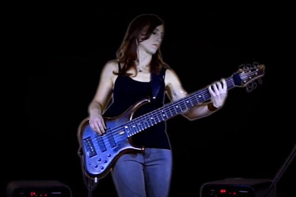 Ariane Cap: Solo Bass in Stereo