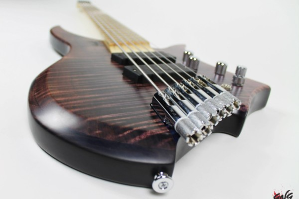 Bass of the Week: Negrini Guitars Fëanor JSM6