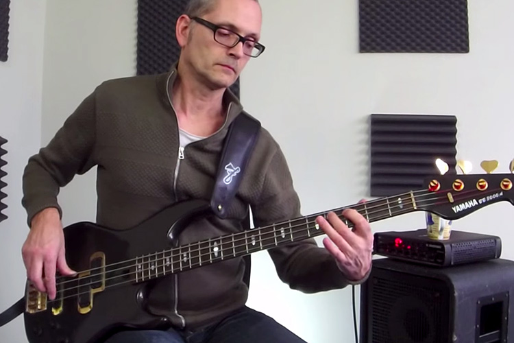 Bass Lick Series: Funky Fingerstyle Bass Groove in Dm – No