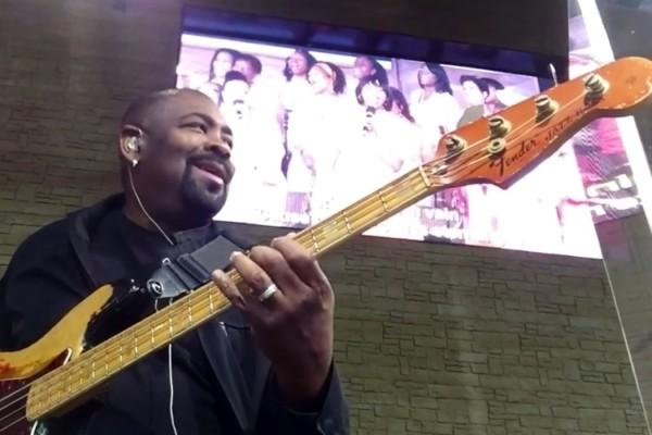Andrew Gouche: 1968 Fender Jazz Bass Church Flow