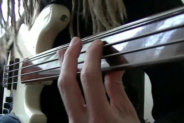 Remco Hendrix: Funky Fretless Bass Grooves with Double Stops