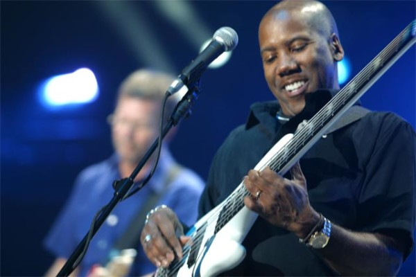 Eric Clapton Announces 2017 U.S. Performances with Nathan East