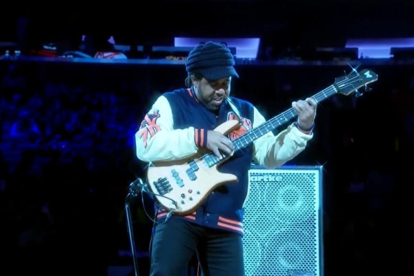 Victor Wooten Trio: Funky D