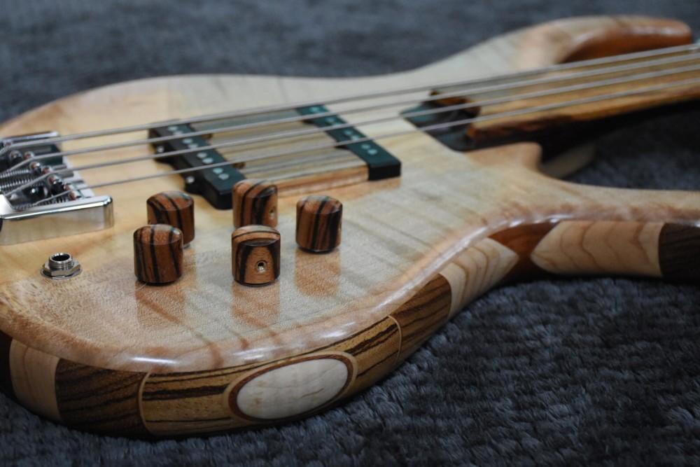 bass of the week lowdown bass guitars special custom series 4f fretless no treble. Black Bedroom Furniture Sets. Home Design Ideas