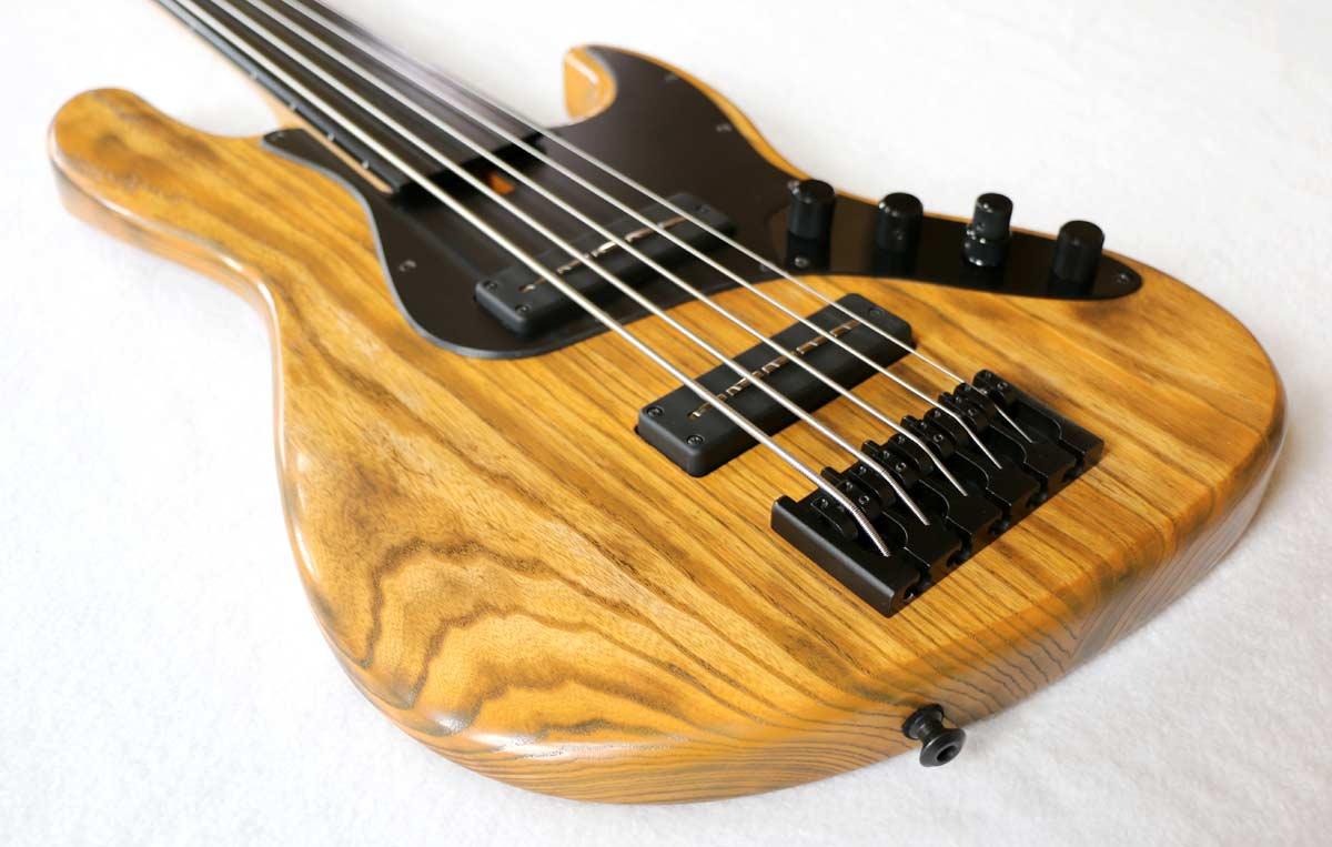 Devon Bass J5 Classic Fretless Bass Body Angle