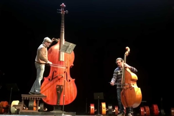 Jonathan Camps and Nicola Moneta: Amazing Grace with an Octobass